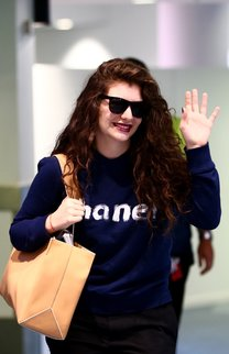 Lorde: Überlange dunkle Locken