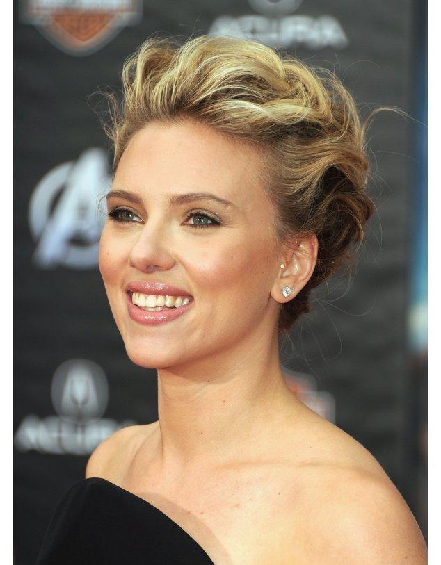 Scarlett Johansson lachend