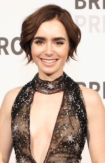 Lily Collins: Inverted Bob mit Wellen