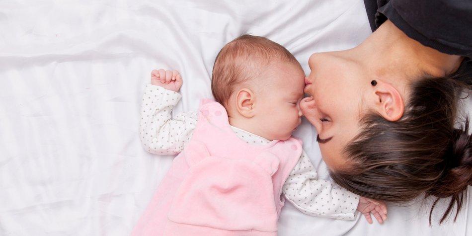 Vor allem in der ersten Zeit ist die Bindung zwischen Mutter und Kind besonders stark. Einfach so vorbeischauen kannst Du da nicht.