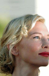 Cate Blanchett mit femininer Hochsteckfrisur