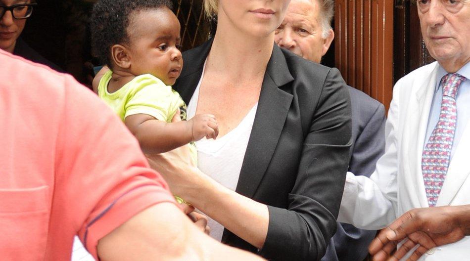 Charlize Theron als Windel-Profi