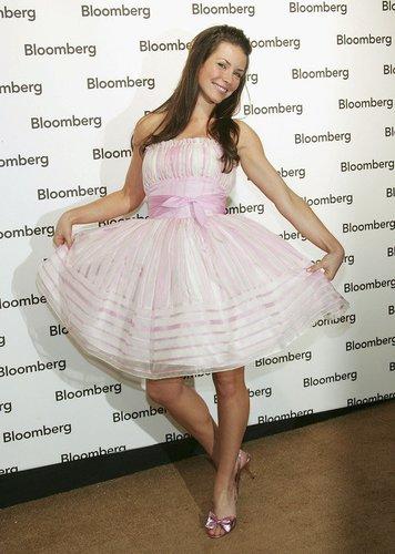 Evangeline Lilly im rosa Kleidchen auf dem roten Teppich