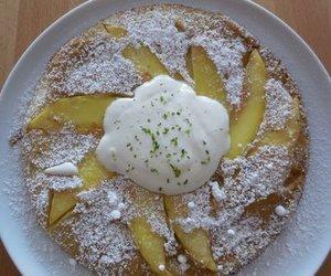 Pfannkuchen mit Mangoschnitten mit Limettentraum