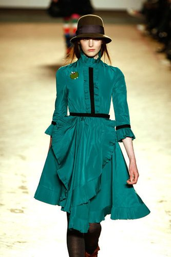 Mädchenhaftes Kleid im Drapélook von Designer Marc Jacobs