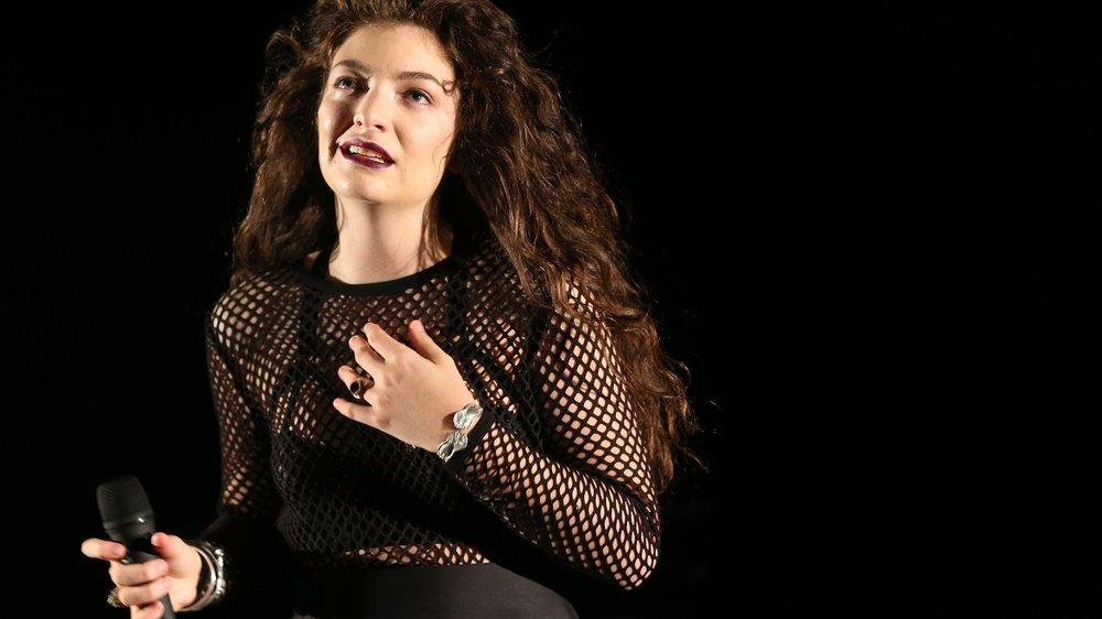 Lorde steht zu ihren Makeln