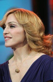 Madonna mit Retrofrisur