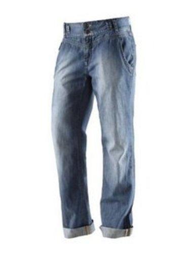Die Boyfriend Jeans überezugt durch ihren lässigen Schnitt.