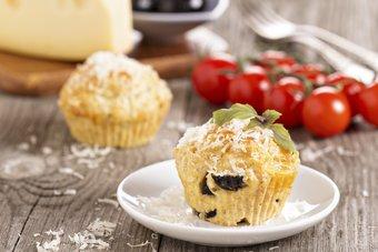 Herzhafte Muffins mit Tomaten