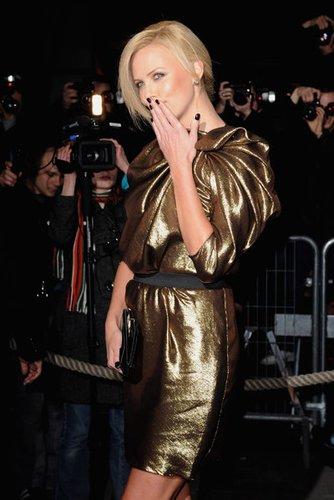 Schauspielerin Charlize Theron auf einer Premiere