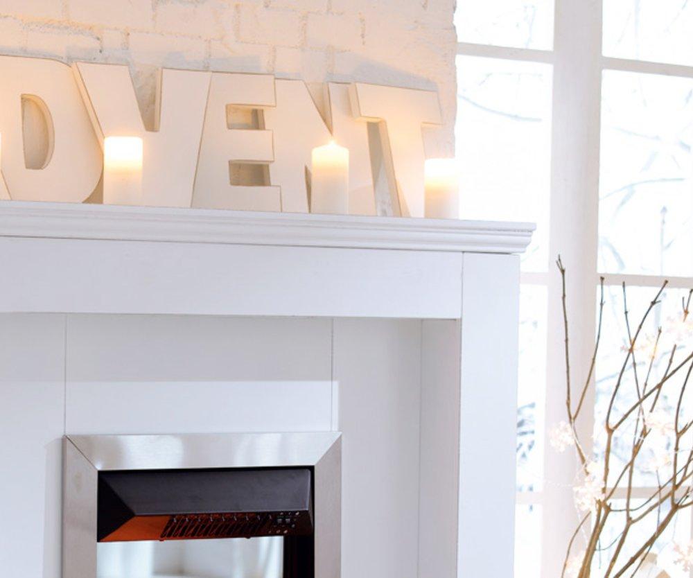 Stilvoll dekoriert man zu Weihnachten in Weiß und Silber (39,95€).