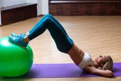 Gymnastikball-Übungen für Rücken, Beine & Po