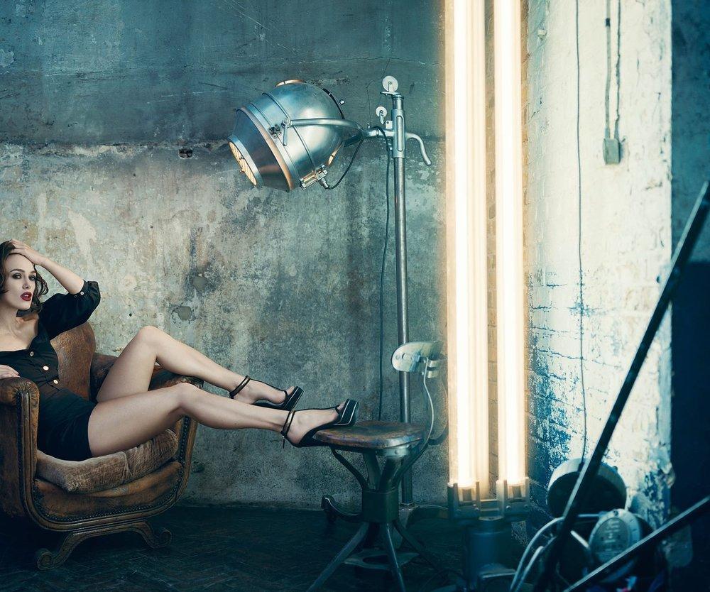 Keira Knightley trinkt sich Mut an
