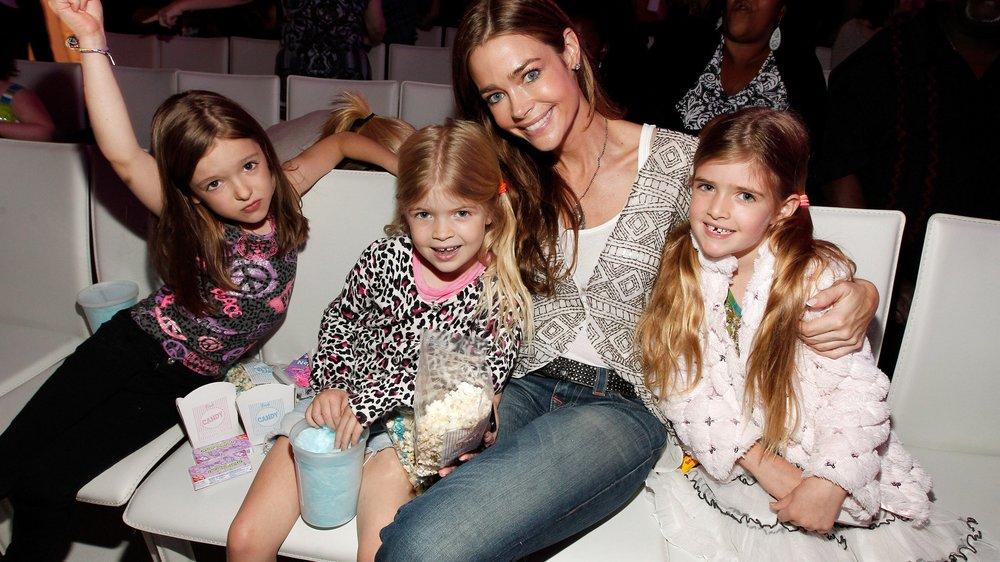 Denise Richards adoptiert Mädchen