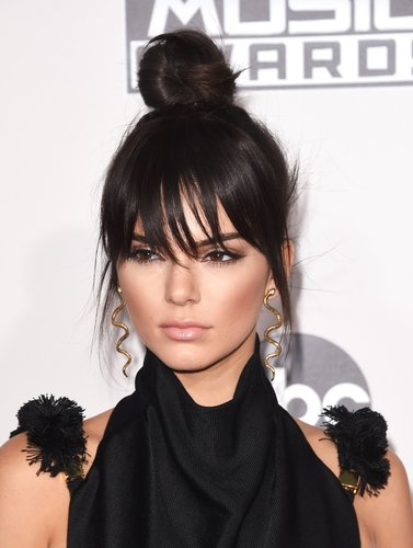 Kendall Jenner: Dutt und fransiger Pony
