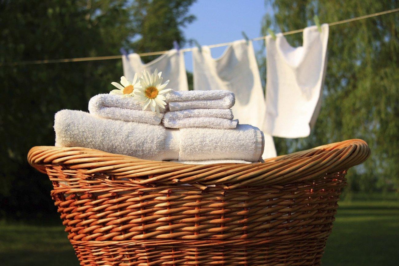 Handtücher waschen und lufttrocknen