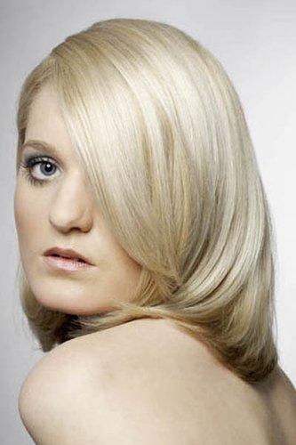 Blonde mittellange Sleekmähne