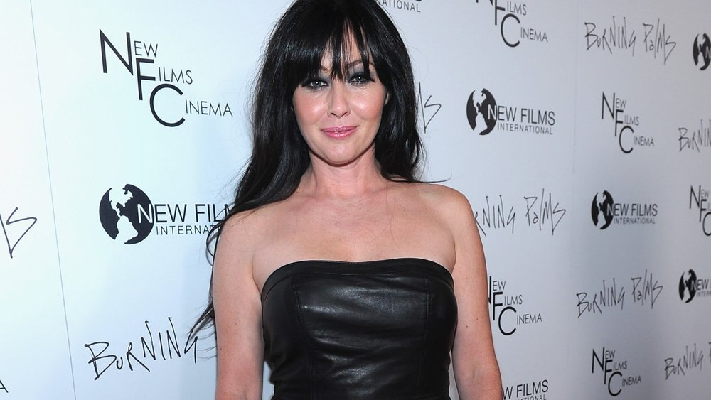 """LOS ANGELES, CA - JANUARY 12: Actress Shannen Doherty arrives to the premiere of New Films Cinema's """"Burning Palms"""" on January 12, 2011 in Los Angeles, California. (Photo by Alberto E. Rodriguez/Getty Images)"""
