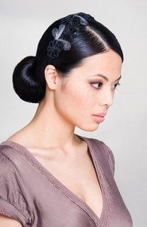 Glamourös: Knoten mit Haarschmuck