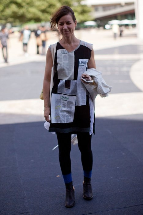 Jennifer Minniti im Newsprint-Look.