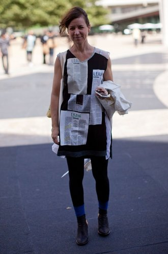 Jennifer Minniti im Newsprint-Look.