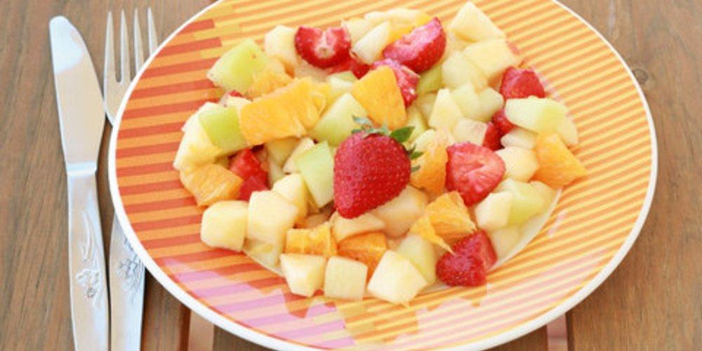 Sellerie-Melonensalat mit Erdbeeren
