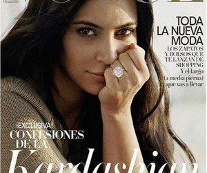 Kim Kardashian zeigt sich ungeschminkt oben ohne