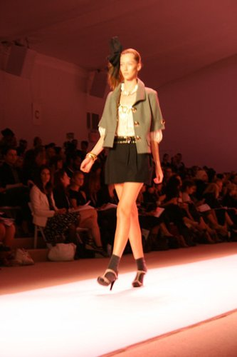 Kombination von Rock und Bluse von Michelle Smith auf der Fashion Week New York 2010