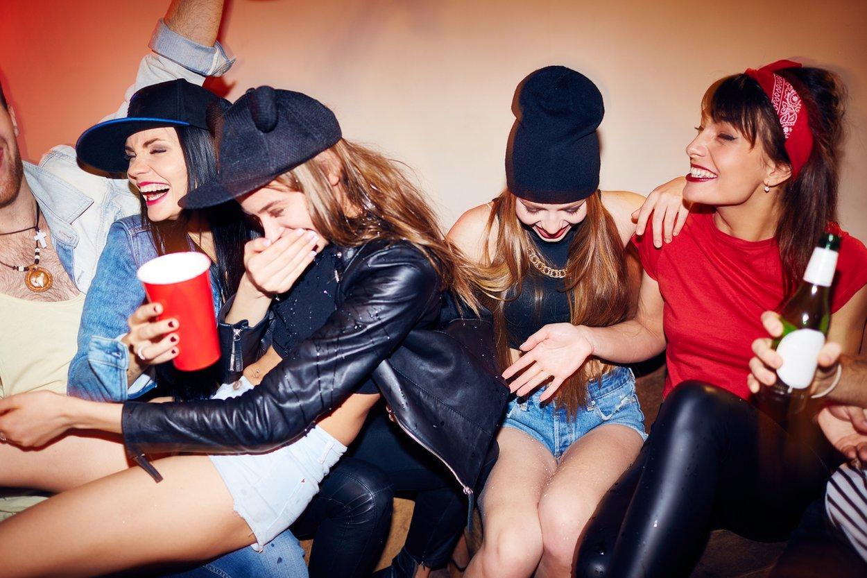 Flaschendrehen Aufgaben machen auch im Erwachsenen-Alter Spaß