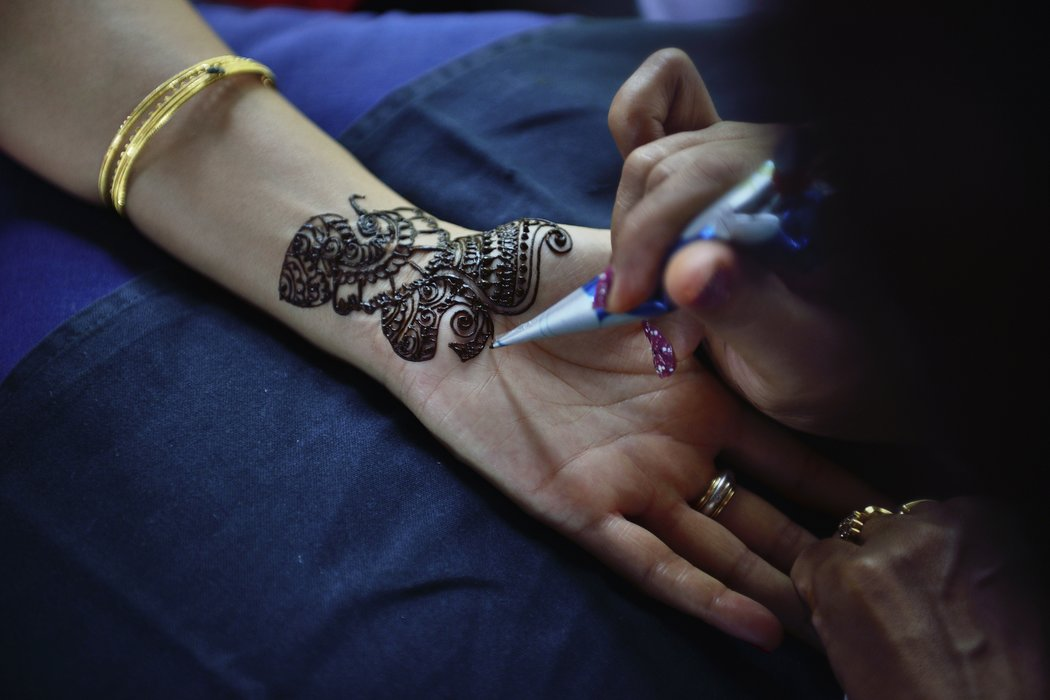 Henna Tattoo Selber Machen So Gelingts Desiredde