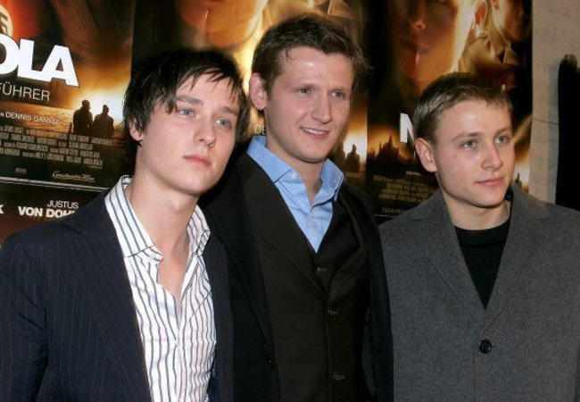 Max Riemelt mit Tom Schilling und Dennis Gansel bei einer Filmpremiere