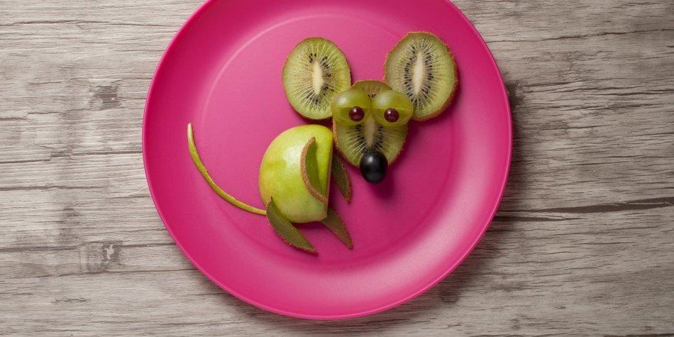 Obst für Kinder anrichten
