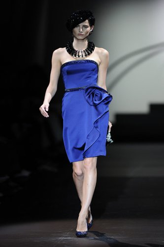 Sexy Bustierkleid in Blau für einen glamourösen Auftritt.