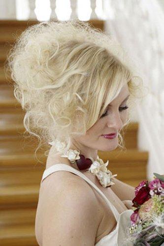 Hochzeitsfrisur für schulterlanges Haar