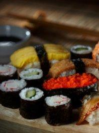 Auf rohen Fisch sollte wegen Listeriosegefahr verzichtet werden.