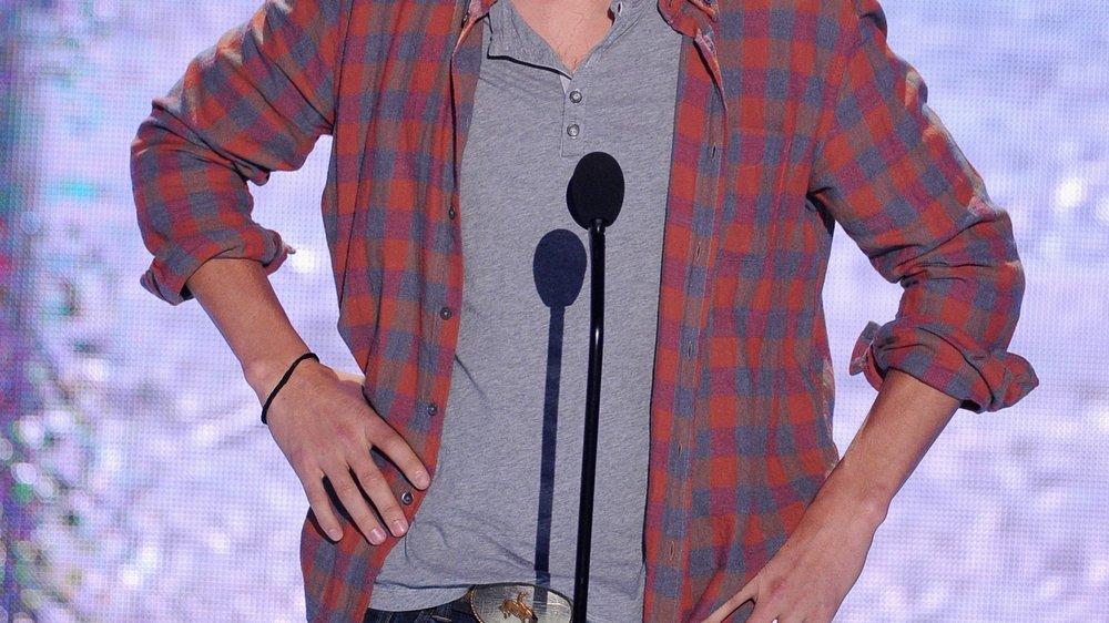 Ashton Kutcher mimt den Frauenversteher