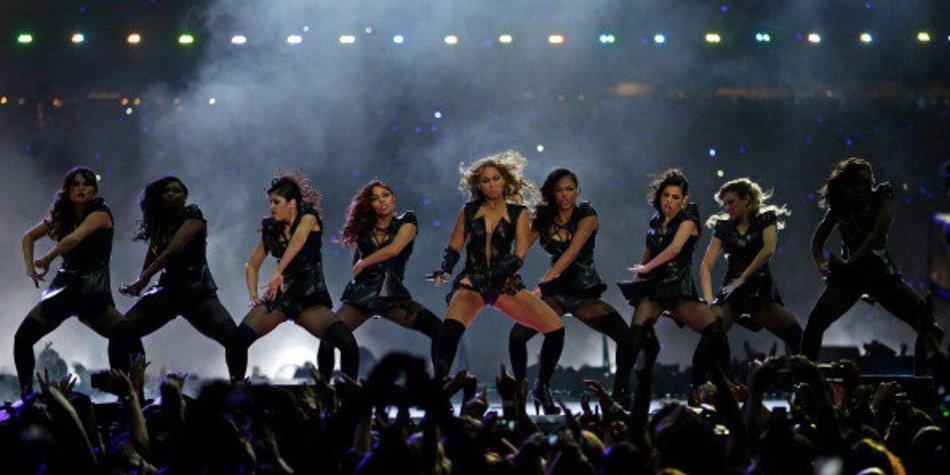 Beyonce tanzt in Schuhen von Stuart Weitzman
