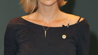 Charlize Theron bald in einem Hochzeitskleid?