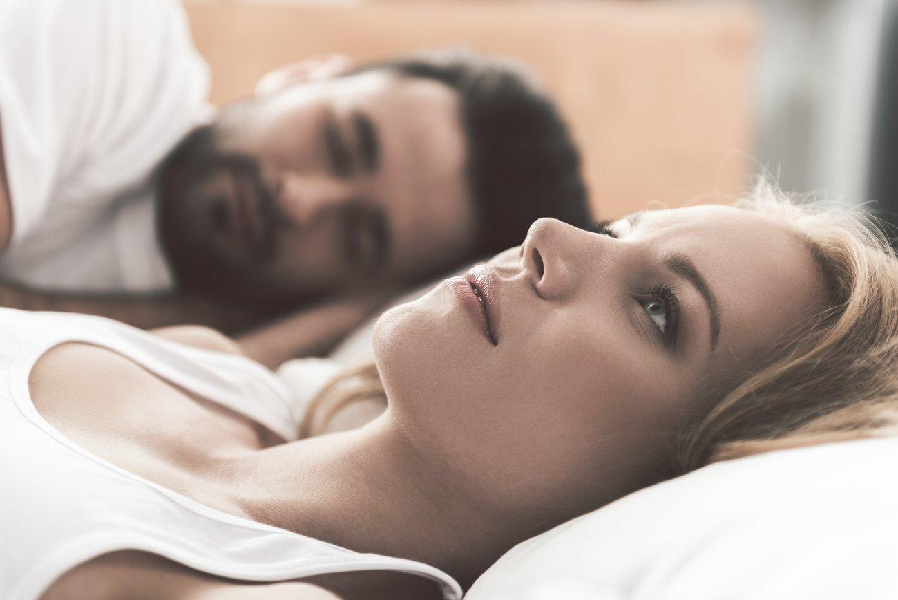 Liegst du manchmal wach und fragst dich, wer du eigentlich bist? Das kann an einer unglücklichen Beziehungen liegen.