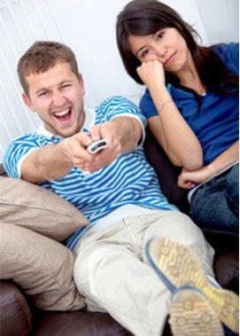 Mann und Frau auf Couch!