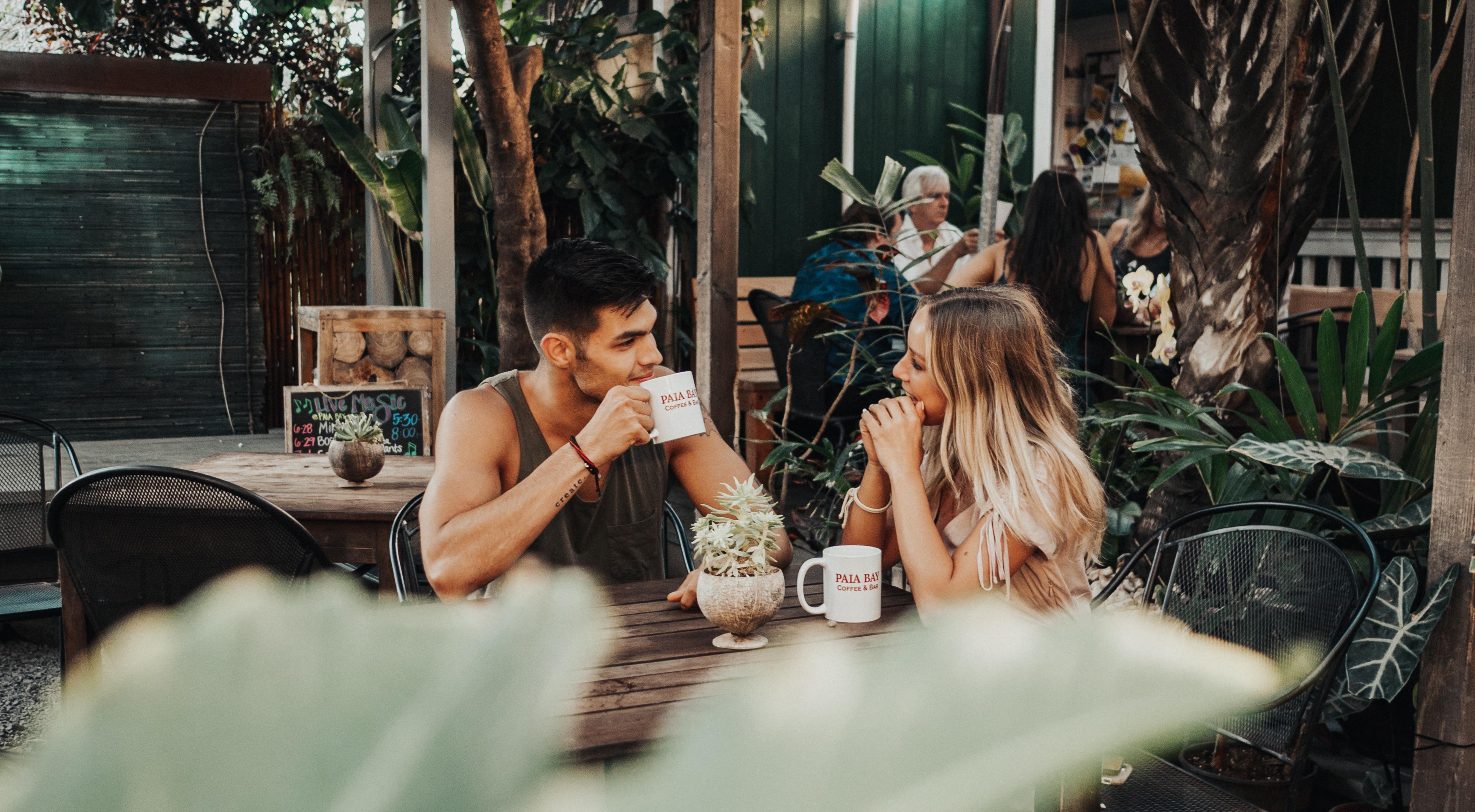 Wie wichtig ist Körpersprache beim Flirten?