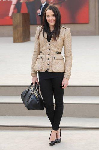 Victoria Pendleton in einer coolen Burberry-Lederjacke