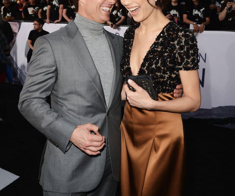 Tom Cruise: Will er Olga Kurylenko mit Geschenken erobern?