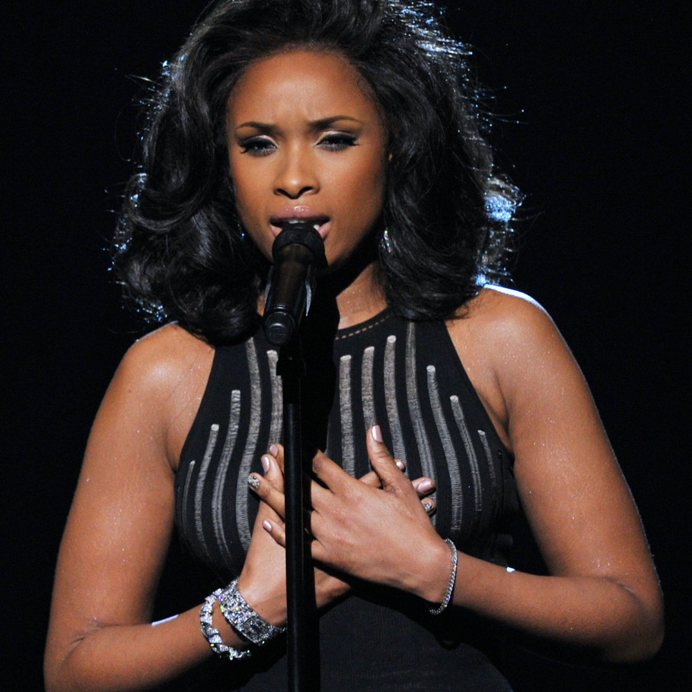 Jennifer Hudson ehrt Whitney Houston bei den Grammys