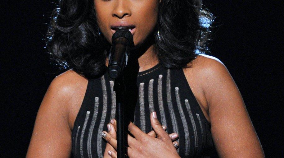 Jennifer Hudson ehrt Whitney Houston bei den Grammys