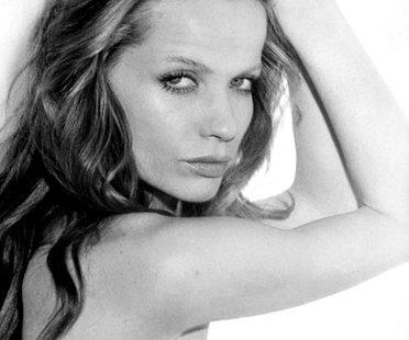 """Vera Gräfin von Lehndorff war das erste deutsche Supermodel. In den 60er Jahren war sie die Muse von Foto-Genies wie Richard Avedon und Irving Penn. Als Kunstfigur """"Veruschka"""" begeisterte sie die Modewelt durch ihre Wandelbarkeit und ihre Exzentrik. Veruschka schnupperte sogar Hollywood-Luft in in Michelangelo Antonionis Kultfilm """"Blow Up"""" aus dem Jahr 1966."""
