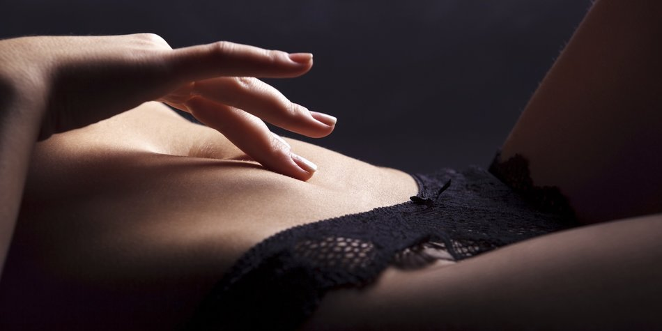 Playful hand touching abdomenhttp://dkphoto.ru/wp-content/uploads/2012/04/0002-NUDE.jpg