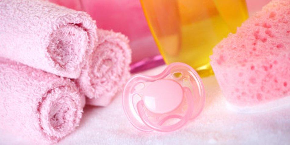 Sanfte Reinigung von Babys Augen, Nase und Ohr