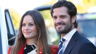 BORLANGE, SWEDEN - OCTOBER 05: Princess Sofia of Sweden and Prince Carl Philip of Sweden visit a consultant unit for refugees during the first day of their trip to Dalarna on October 5, 2015 in BORLANGE Borlange, Sweden. (Photo by Ragnar Singsaas/Getty Images)