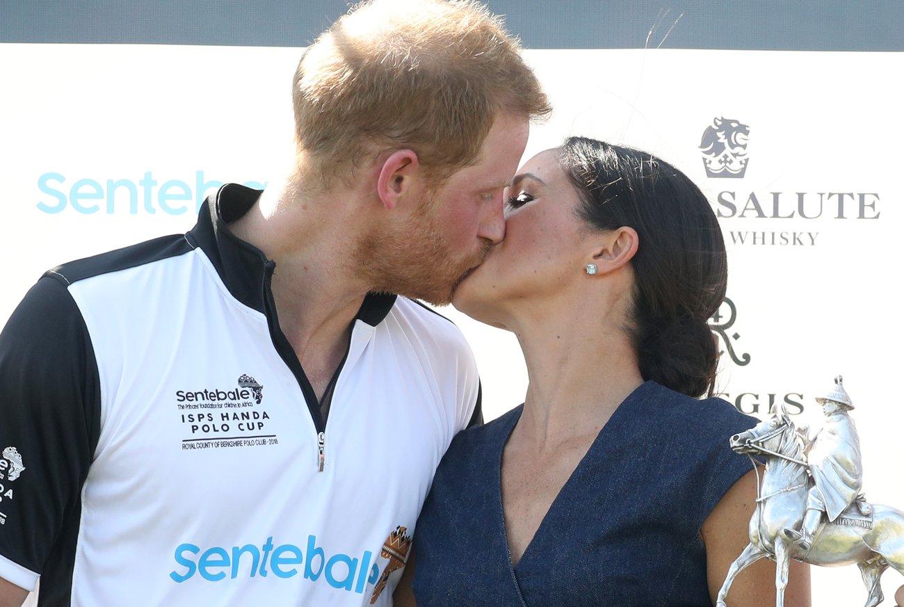 Harry und Meghan küssen sich
